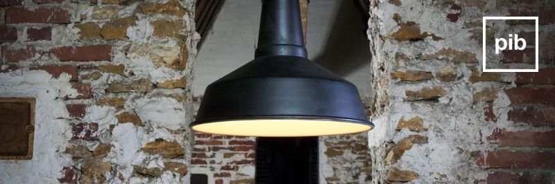 Vecchia collezione di lampadario stile industriale