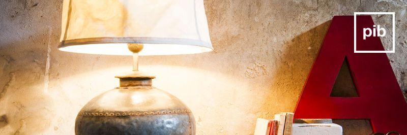Vecchia collezione di lampade shabby chic