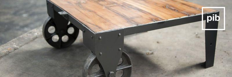 Vecchia collezione di tavolini da salotto design industriale