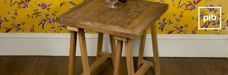 Vecchia collezione di tavolino shabby chic
