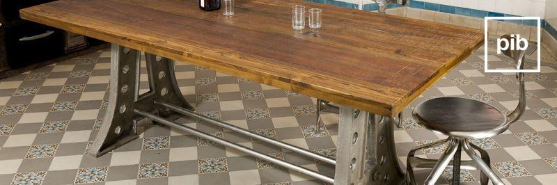 Vecchia collezione di tavolo da pranzo design industriale